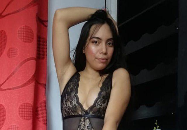 Nackt Cam Online - AlaiaSweet - Nackt vor der Cam