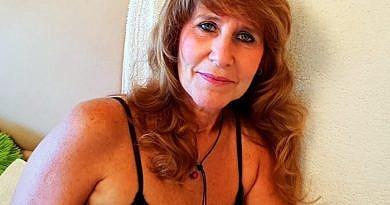 Nackt Live Cam Hausfrau putzt nackt