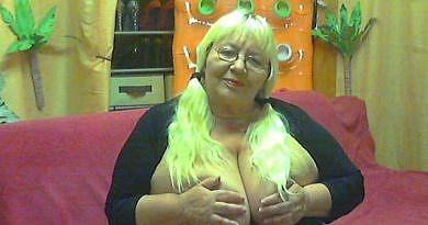 Nackt cam nackte Frauen live
